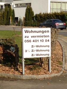Selten zu sehen: Plakat eines Vermieters an der Altwiesenstrasse.