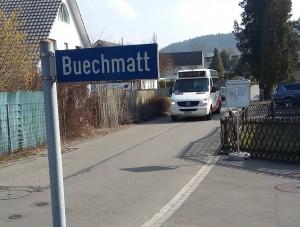 Wegen Kanlabauarbeiten in derAltwiesenstrasse: Der 11er auf neuer Route durch die Buechzelglistrasse.