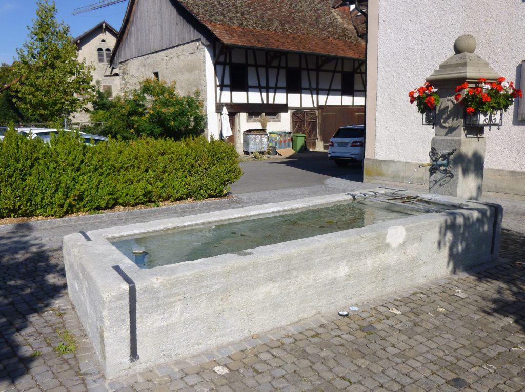 Der Brunnen beim Gasthaus Rössli.
