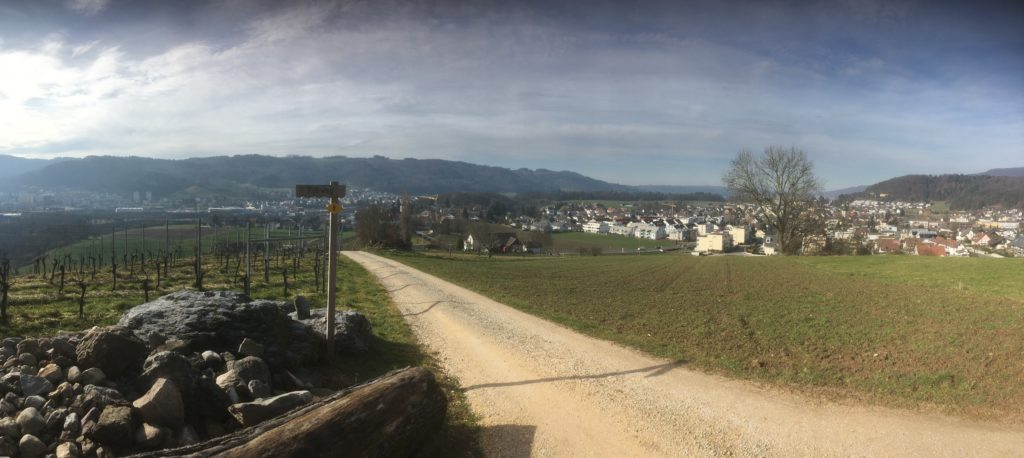 Aussichtspunkt Gipf, der ideale Ort, um das Verkehrsgeschehen in und um Würenlos 1:1 zu beobachten.